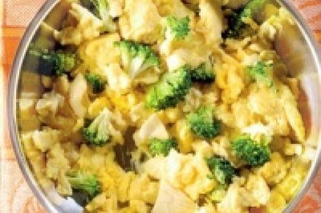Jajecznica z serkiem i brokułami