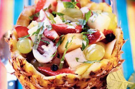 Ananas nadziewany owocami