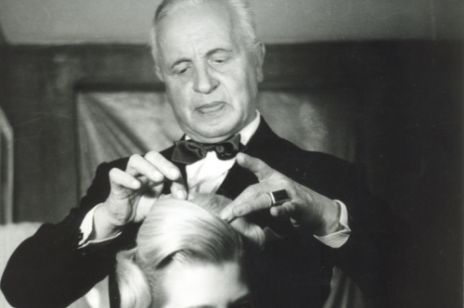 100. urodziny krótkiej, kobiecej fryzury