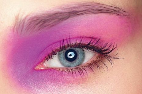 Powieki w kolorze fuksji - makijaż