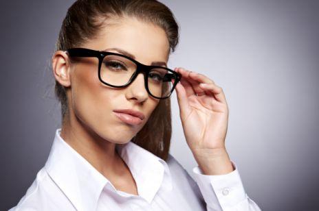 Makijaż do wyrazistych okularów