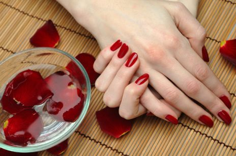 Manicure hybrydowy- plusy i minusy