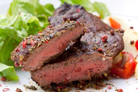 Pieczona wołowina z sałatką