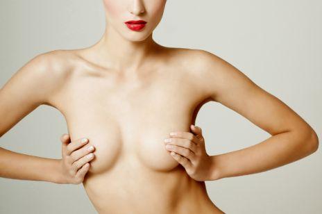 Większe piersi bez użycia skalpela
