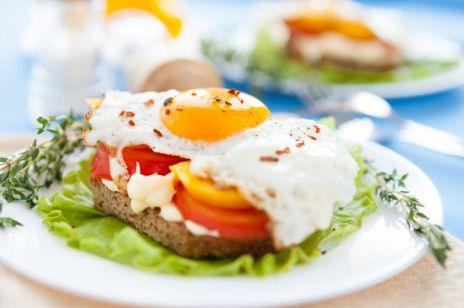 Kanapka z pomidorem, papryką i jajkiem