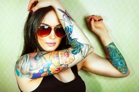 Kolorowe tatuaże groźne?
