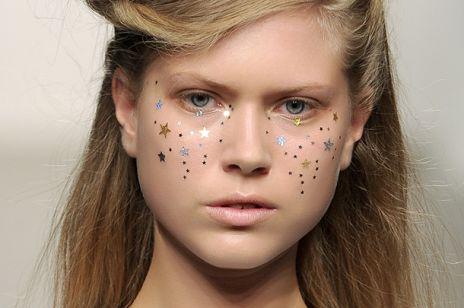 Makijaż sylwestrowy - piegi gwiazdki