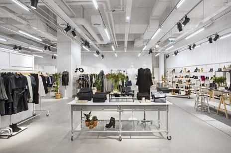 & OTHER STORIES: jak wygląda sklep w Polsce?