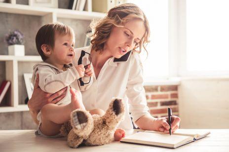 Kiedy powinnaś urodzić dziecko, aby nie stracić PIENIĘDZY?
