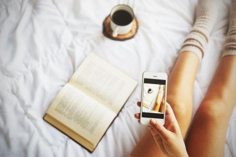 Spanie obok telefonu może powodować bezpłodność i raka