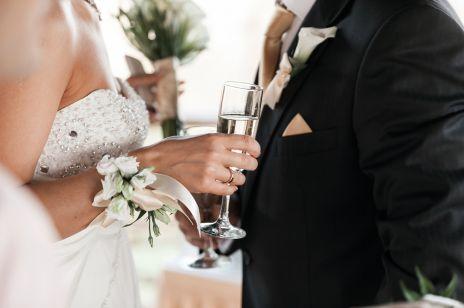 Ile wypada dać do koperty na wesele? Aktualne stawki!