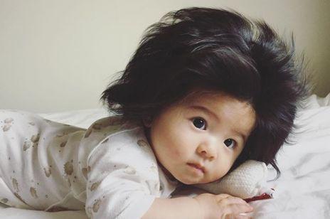 Dziewczynka urodziła się z czupryną na głowie! Jej zdjęcia robią furorę w sieci.