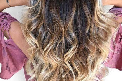 Pasemka blond: modne fryzury dla każdego koloru włosów