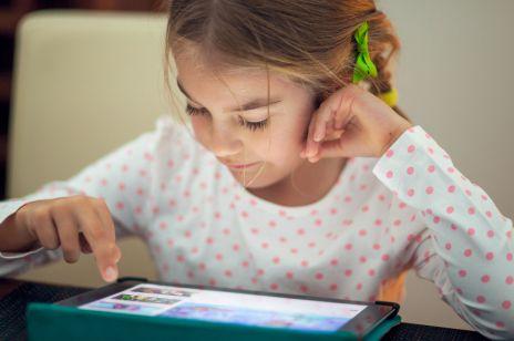Co dzieje się z mózgiem dziecka, gdy dajesz mu tablet lub smartfon? PRZERAŻAJĄCE badania!