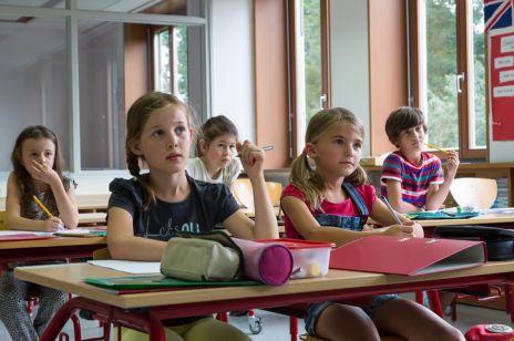 """""""Dziewczynki nie muszą być mądre"""" – tak wygląda edukacja seksualna według MEN"""