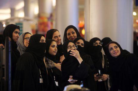 Saudyjki protestują przeciwko zakrywaniu ciała: to kulturowy przełom!