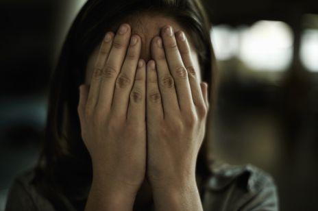 """Ofiara przemocy domowej nie dostała rekompensaty. Sąd uznał ją za """"częściowo winną"""""""