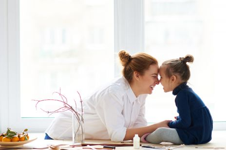 Jak wzmacniać w córkach poczucie własnej wartości? 4 zdania, które umacniają i motywują