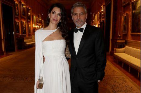Amal Clooney z mężem na obiedzie u księcia Karola. Wyglądała zachwycająco!