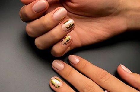 Złoty manicure – 14 sposobów jak nosić najmocniejszy kolor tej wiosny