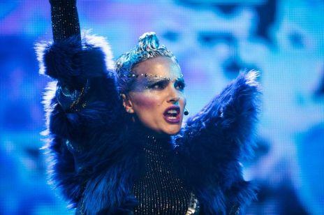 """Natalie Portman w teledysku promującym """"Vox Lux"""". Utwór napisała jedna z największych gwiazd pop"""