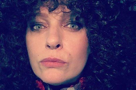 """Katarzyna Nosowska wyśmiewa swoją wyretuszowaną twarz: """"Jedyny grafik, który miał odwagę"""""""