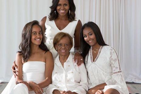 Michelle Obama na wspólnym zdjęciu z mamą i córkami: Internauci zachwyceni