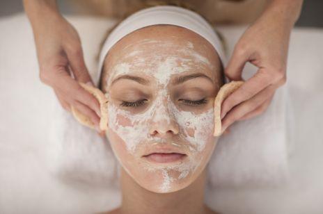 Oczyszczanie twarzy u kosmetyczki – najlepsza metoda na pozbycie się zmarszczek i niedoskonałości. Co musisz o niej wiedzieć?