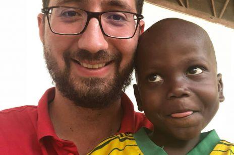Polski misjonarz uratował noworodka z Afryki: o tej historii rozpisują się wszystkie media