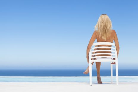 W tym europejskim mieście możesz pływać topless! Władza walczy z dyskryminacją na basenie