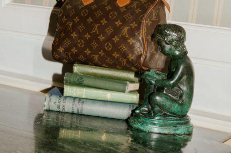Luksusowe dodatki vintage od Chanel, YSL czy Gucci w popularnym sklepie: gdzie kupimy?