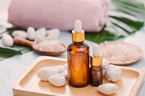 4 olejki do aromaterapii, które pomogą na jesienną apatię, ciągłe zmęczenie i PMS. Jak je stosować?