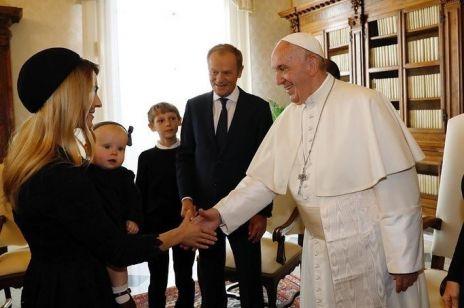 Kasia Tusk po raz pierwszy pokazała córkę na audiencji u papieża Franciszka  w Watykanie