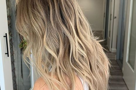 Modne kolory włosów 2019: lowlights, babylights, sombre – te refleksy na włosach dodadzą ci blasku