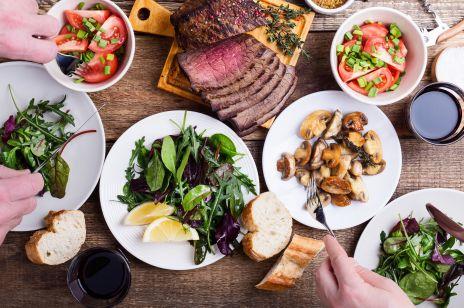 Jak jedzenie wieczorem wpływa na ciało kobiety? Nowe odkrycie naukowców