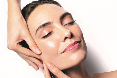 Liftingujący masaż twarzy - czy ma szansę zastąpić tradycyjny lifting?