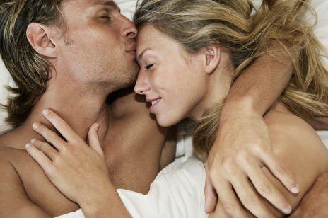 Seks analny - na czym polega,  jaki ma wpływ na zdrowie? Lewatywa przed seksem analnym musi boleć?