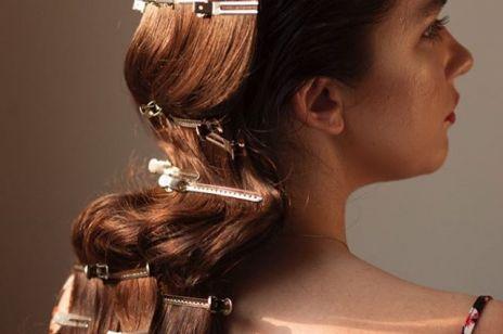 Uroda trendy 2020: Modne fryzury w retro klimacie