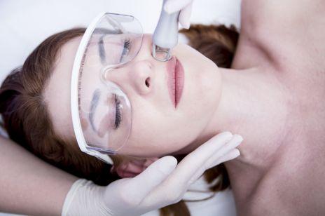 Laser frakcyjny CO2 - jak wygląda skóra po zabiegu i jak ją pielęgnować? Pytamy eksperta