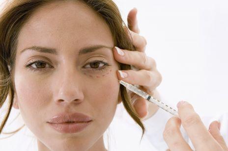 Lifting twarzy - na czym polega lifting hybrydowy i jakie są jego efekty?