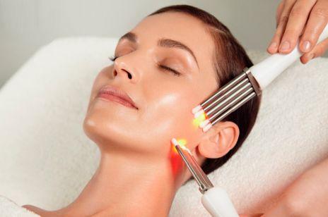 Odmładzanie skóry poprzez trening mięśni twarzy? Zabiegi CACI to hit na zmarszczki!