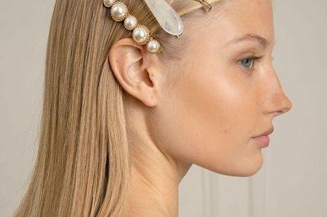 Akcesoria do włosów to nowa biżuteria. Jak je nosić?