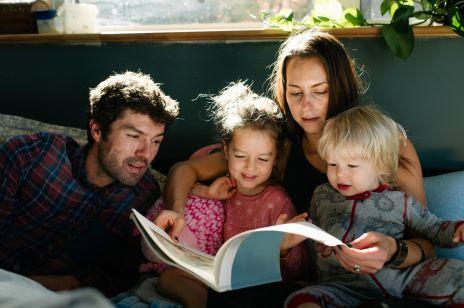 Co robić z dzieckiem w domu? Przeczytaj mu bajkę o Złym Królu Wirusie i Dobrej Kwarantannie