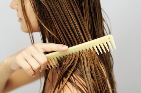 Ocet jabłkowy na włosy - czy naprawdę warto go stosować? Sprawdziłyśmy na sobie