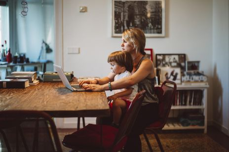 Kolejny tydzień home office? Ekspert zdradza 6 sposobów, jak sobie radzić pracując z domu