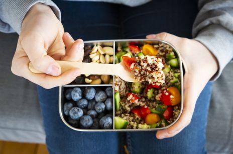 Dieta pudełkowa: jak ją zrobić samemu? Przepisy na posiłki z diety pudełkowej