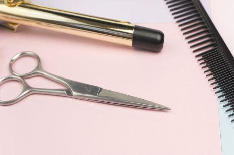 Jak podciąć końcówki w domu? Porady fryzjera