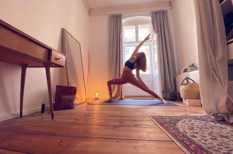 Together I am strong - jak ćwiczą w domu instruktorka jogi czy olimpijski sztangista?