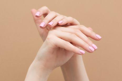 SOS dla dłoni: 8 produktów, które szybko nawilżą i wygładzą skórę