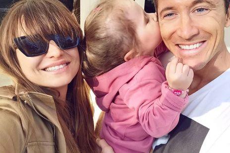 """Anna Lewandowska opublikowała urocze zdjęcie córki. Fani zachwyceni """"Ciekawe po kim ma tyle energii?"""""""